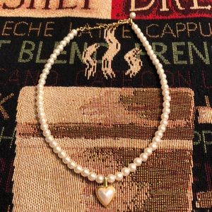 Beautiful faux pearl heart necklace